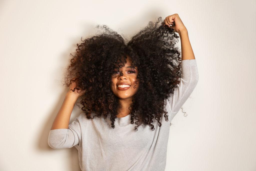 Women with big beautiful curls.